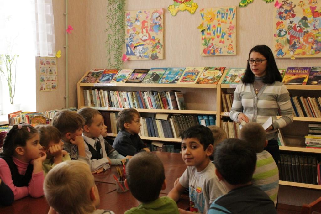 экскурсия в библиотеку для 1-А кл.JPG